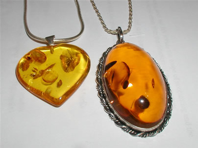 Amber_pendants_Photographed by Adrian Pingstone in February 2003 and released to the public domain