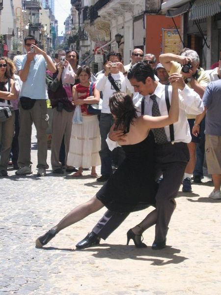 Argentinian tango in the streets of San Telmo, Buenos Aires. Photo by Anouchka Unel