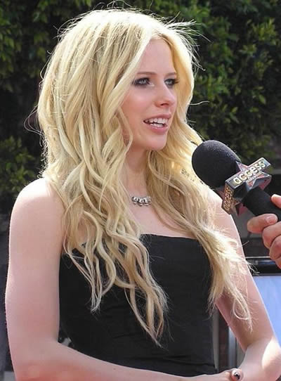Avril Ramona Lavigne (Canada), World Music Awards 2007, MTV Latin America Awards 2007, MTV Russian Music Awards 2007, MTV Europe Music Awards, MTV Student Voice Awards 2007, Much Music Video Awards.