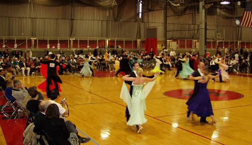 Standard dancing (prechampionship final) at the 2006 MIT Ballroom Dance Competition, author of the photo: Nathaniel C. Sheetz.